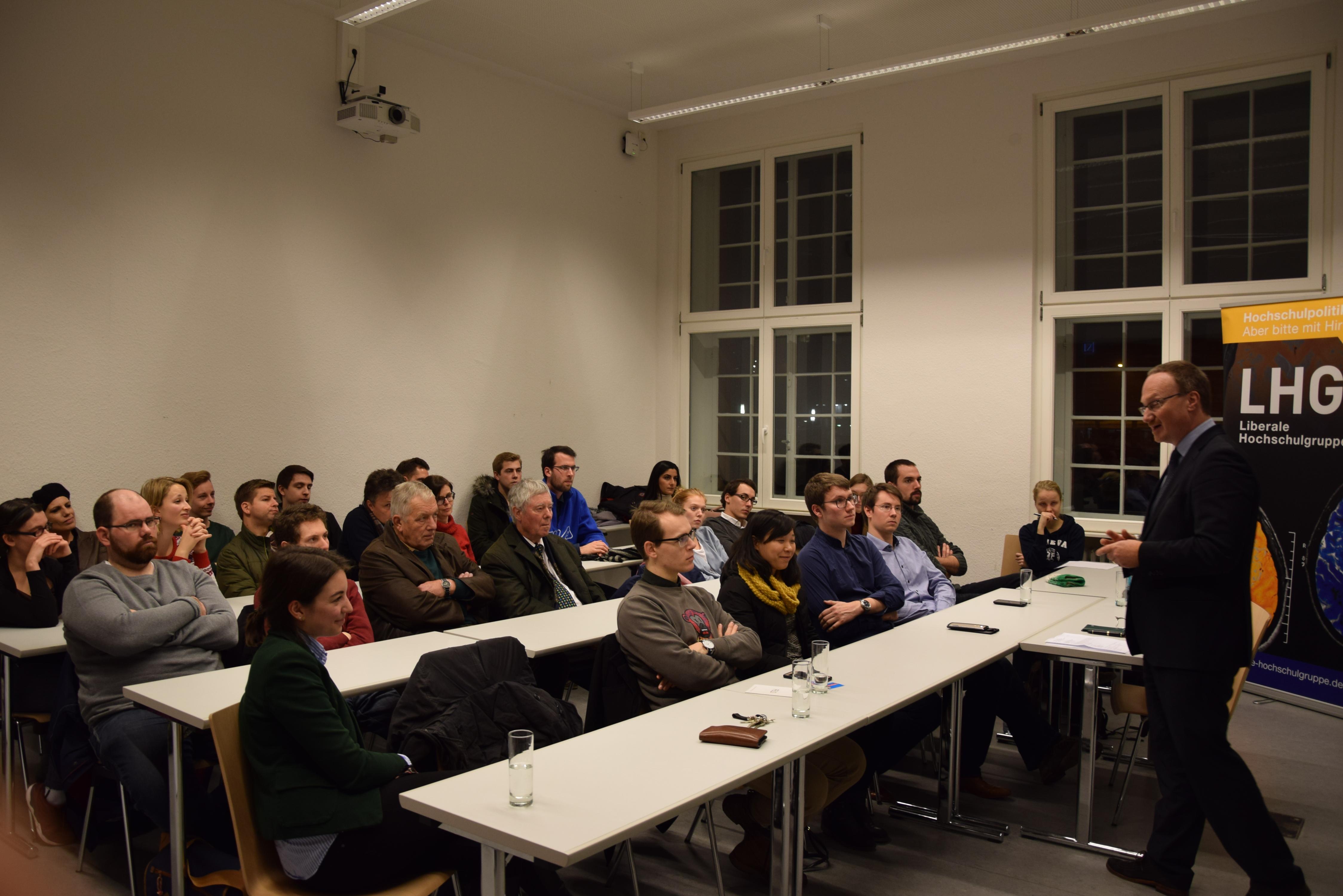 Prof. Dr. Lars Feld in der Diskussion mit den Teilnehmern über die wirtschaftliche Lage und den Reformbedarf in Deutschland