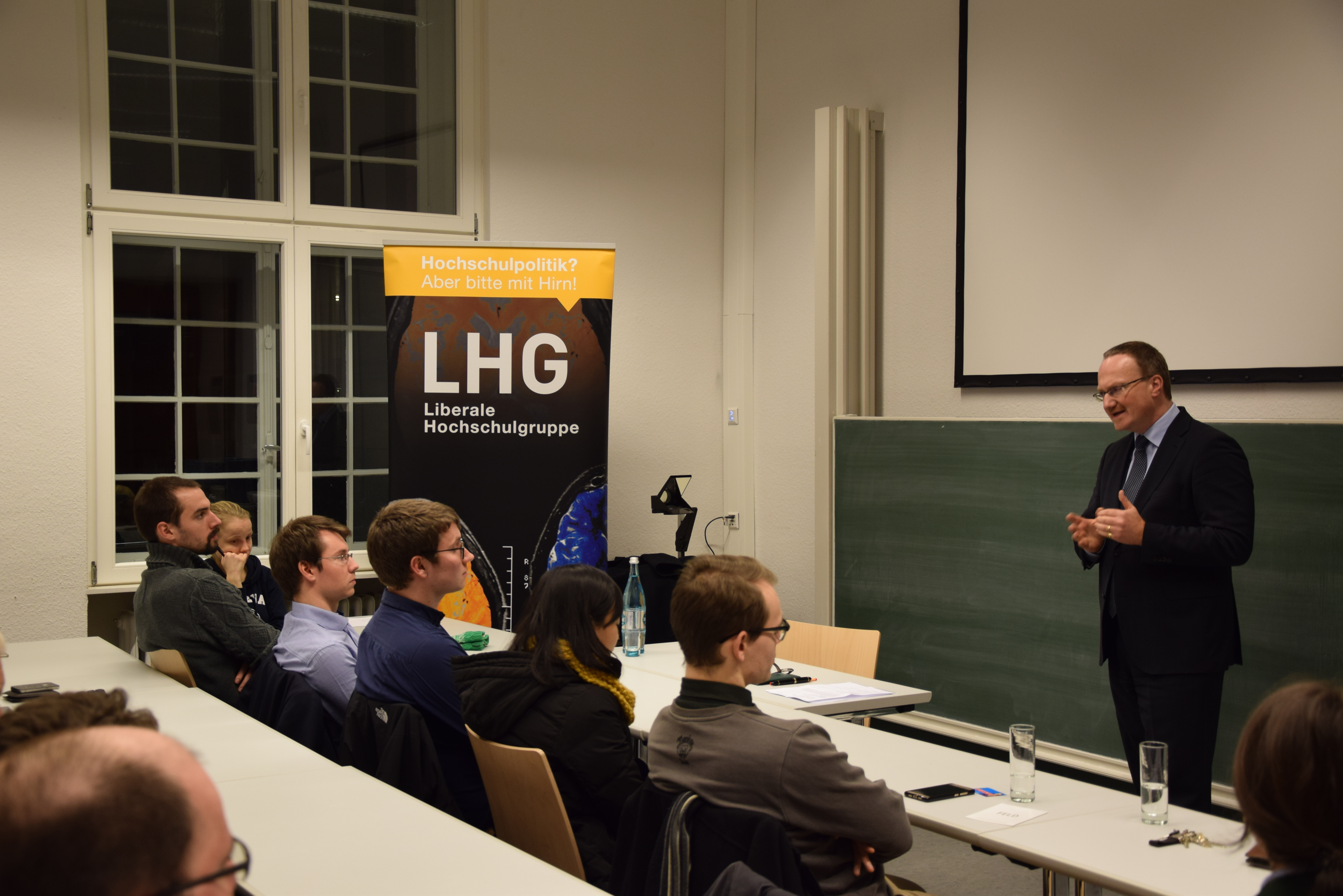 Prof. Dr. Lars Feld berichtet von seiner Arbeit am Walter Eucken Institut und über seine Arbeit für den Sachverständigenrat