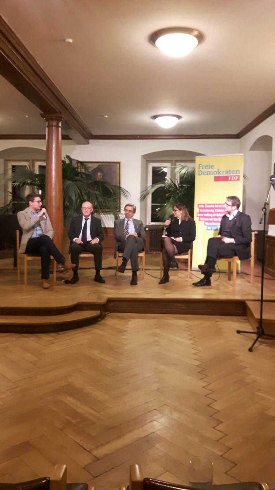 Björn Flechtner in der Diskussion zum Thema Wohnraum
