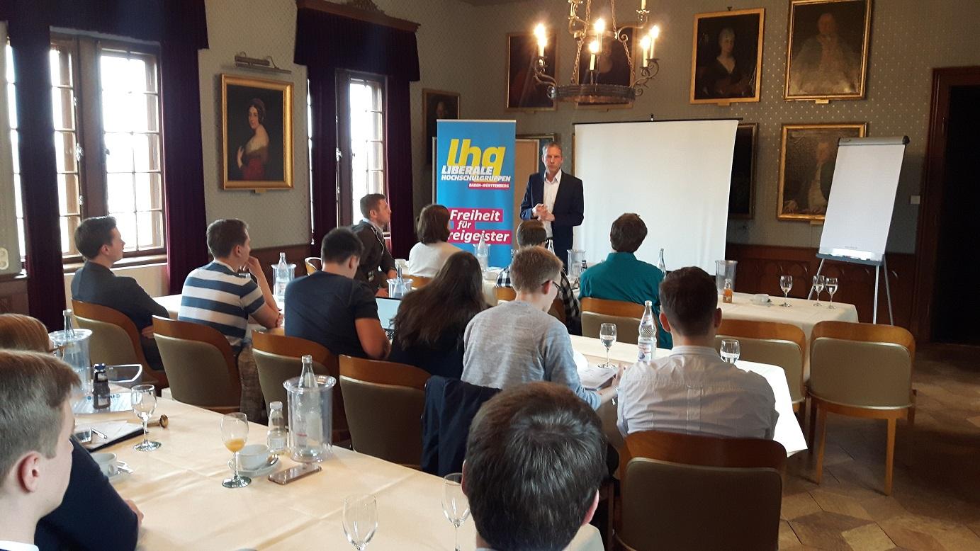 Jochen Haussmann, MdL berichtet von der Stiftungsarbeit