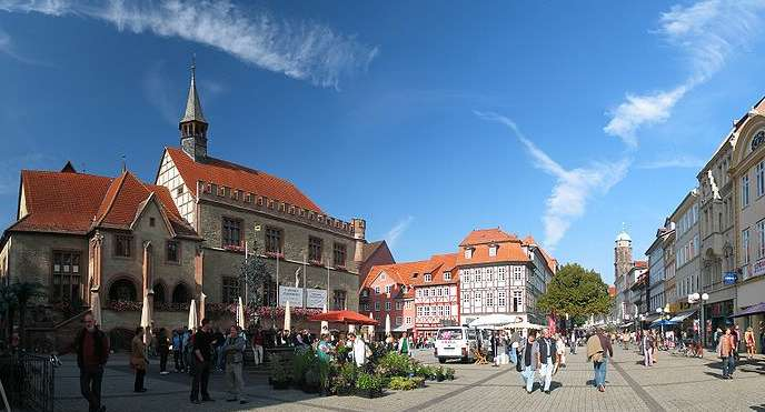 800px-goettingen_marktplatz_oct06.jpg